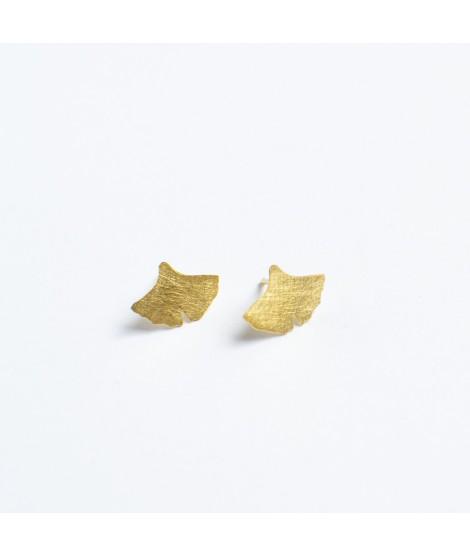 PETITES gingko biloba goudvergulde oorknopjes by Fleurfatale