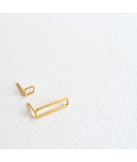 ASSYMETRIC goud vegulde oorbellen by Fleurfatale