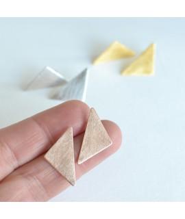 GEOMETRICS rosegoud vergulde driehoek oorbellen by Fleurfatale