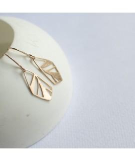 FRAGILE/NOTFRAGILE rose gouden vlinder oorbellen by Fleurfatale