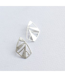 FRAGILE/NOTFRAGILE zilveren vlinder oorbellen by Fleurfatale