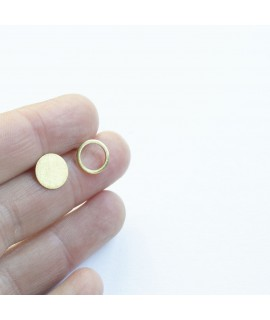 ASSYMETRIC goudvergulde oorknopjes by Fleurfatale