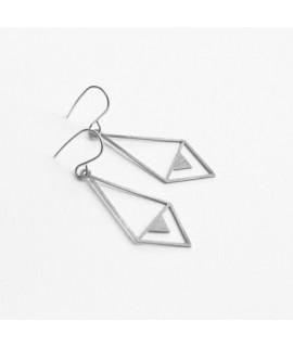 TALKING TRACES zilveren geometrische oorbellen  by Fleurfatale
