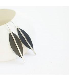 SIMPLY BLACK zilveren en gezwarte oorhangers  druppel by Fleurfatale