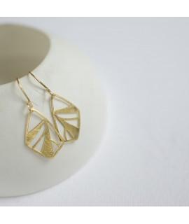 FRAGILE/NOTFRAGILE Goud vergulde vlinder oorbellen by Fleurfatale