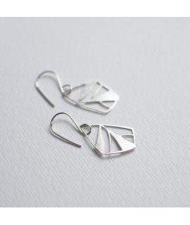 FRAGILE/NOTFRAGILE sterling zilveren oorbellen vlinder by Fleurfatale