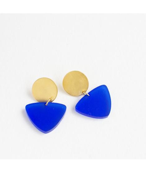 Gouden oorbel met koblatblauwe pebble by Fleurfatale
