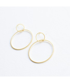 Gouden oorbel met cirkel hanger by Fleurfatale