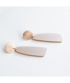Rosé gouden oorbel met nude druppel hanger by Fleurfatale