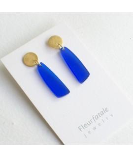 Goudvergulde Kobaltblauwe druppel oorbellen by  Fleurfatale