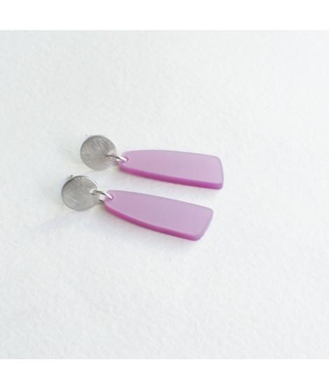 zilveren oorbel met zachtfuchsia druppel hanger by Fleurfatale
