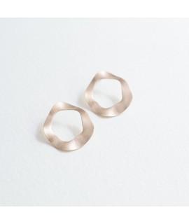 Amina roségoud vergulde ronde oorbellen by Fleurfatale