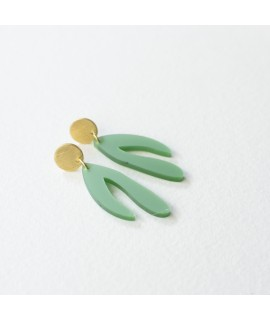 goud vergulde oorbellen met groene hanger by Fleurfatale
