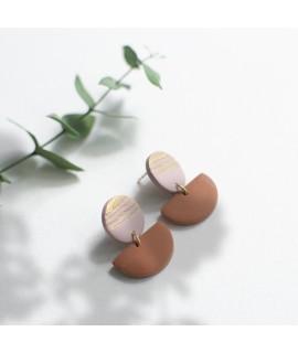 oudroze en terracotta klei oorbellen  met goudluster by Fleurfatale