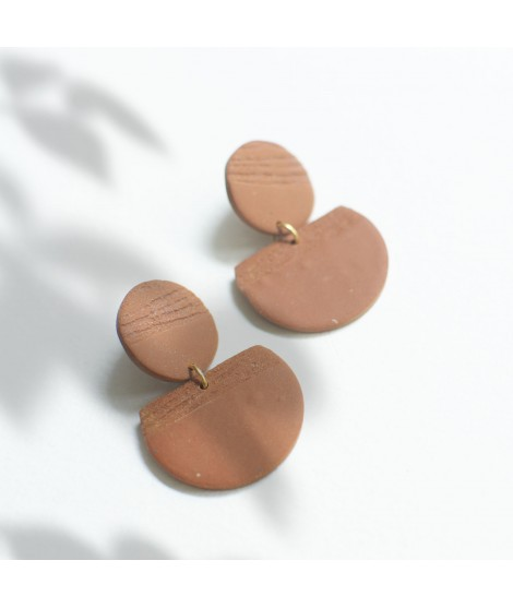 Terracotta klei oorbellen met goudluster by Fleurfatale
