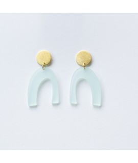 LUZ arcade oorbellen in muntgroen en mat goud by Fleurfatale