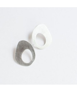 Handgemaakte zilveren oorbellen by Fleurfatale uit Gent