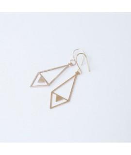 TALKING TRACES goud vergulde handgemaakte geometrische oorbellen  by Fleurfatale