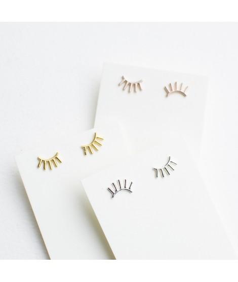 goudvergulde en zilveren oog wimper oorknopjes by Fleurfatale in Gent