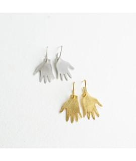 goudvergulde en zilveren hand oorbellen  by Fleurfatale in Gent