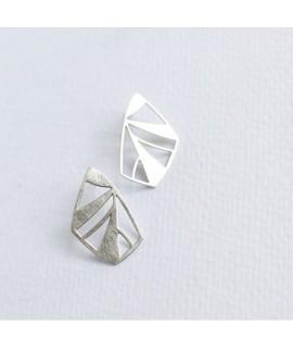 FRAGILE/NOTFRAGILE zilveren vlinder oorbellen by Fleurfatale uit gent