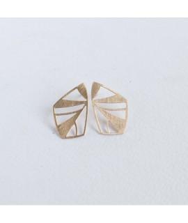 FRAGILE/NOTFRAGILE rose gouden vlinder oorbellen by Fleurfatale uit gent