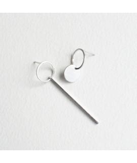ASSYMETRIC zilveren assymetrische  oorbellen by Fleurfatale in gent