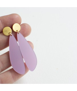 Goudvergulde oorbellen met lila druppel by Fleurfatale