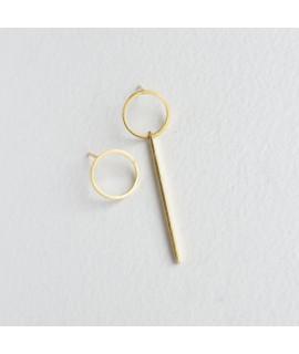 ASSYMETRIC goud vergulde oorbellen by Fleurfatale