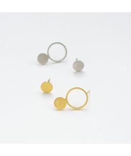 Asymmetrisch zilveren of goud vergulde oorstekers met cirkels en staafjes by Fleurfatale uit Gent asymmetric