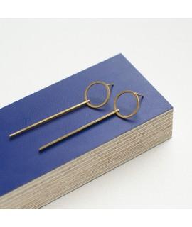 zilveren of goud vergulde oorstekers met cirkels en staafjes by Fleurfatale uit Gent