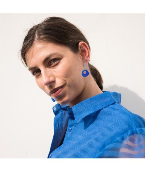 luz oorknopjes in kobaltblauw met zilveren steker by Fleurfatale uit Gent