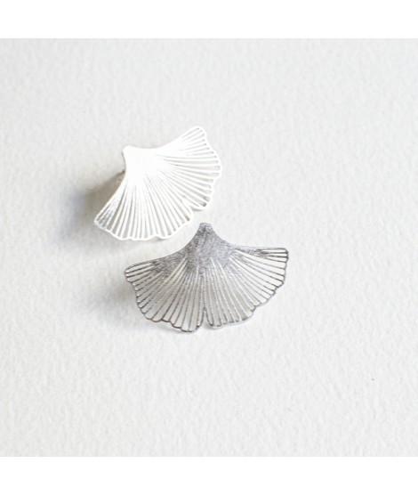 GINKGO Biloba - zilveren goudvergulde  oorknoppen by Fleurfatale uit Gent